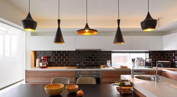 简约风格装修效果图,餐厅包进厨房个性十足