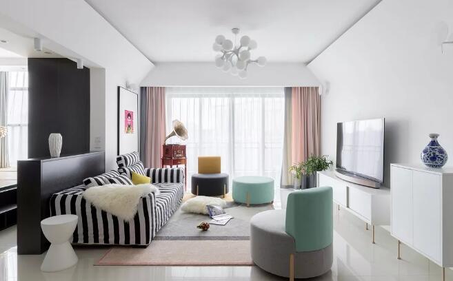 105平米北欧风格装修效果图,客厅留声机和装饰画很亮眼
