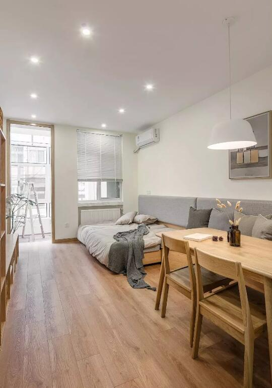 小户型日式风格装修案例,客厅折叠床餐厅卡座设计很实用