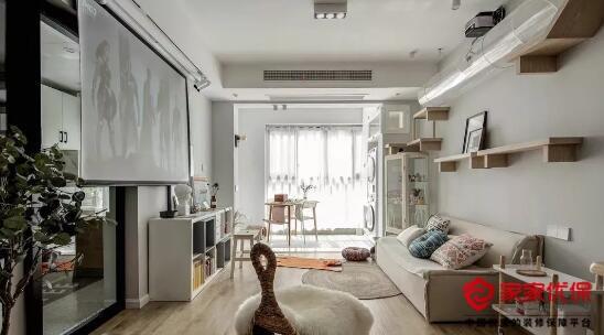 小户型日式风格装修案例,客厅投影代替电视厨房玻璃墙很亮眼