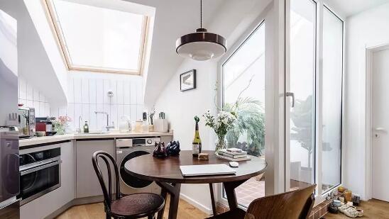 现代风格新房装修效果图,中西厨抬高设计很亮眼